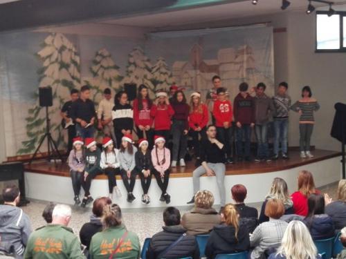 il coro, la band, le ballerine e il prof