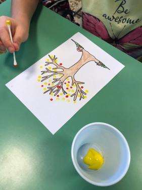 L'albero dei bambini di 1B... cotton fioc e tempera...