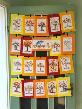 ... gli alberi vengono messi sulla porta...