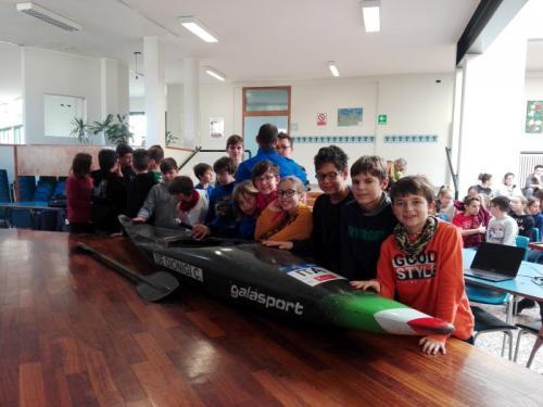 gli alunni e il kayak